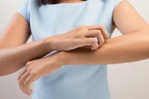 Лечение контактного дерматита: признаки и виды высыпаний на разных стадиях болезни, причины возникновения и особенности течения заболевания у взрослых и детей
