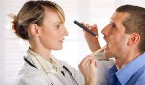 Лакунарная ангина: внешний вид, симптомы, лечение