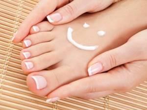 Вросший ноготь на большом пальце ноги: причины развития и симптомы патологии, эффективное лечение в домашних условиях народными средствами и лекарственными препаратами, отзывы пациентов