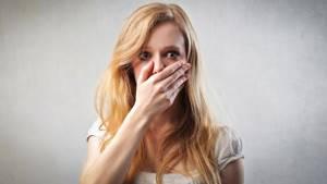 О чем говорит горечь во рту после еды или по утрам: причины возникновения и способы лечения