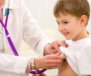 Почему у ребенка лейкоциты в моче повышены: причины развития лейкоцитурии, клиническая картина и сопутствующие симптомы, правила сбора и транспортировки анализов
