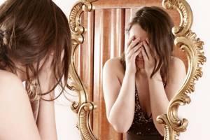 Как навсегда избавиться от веснушек на лице в домашних условиях: причины их появления, эффективные народные рецепты и салонные процедуры для борьбы с пигментацией, советы косметологов