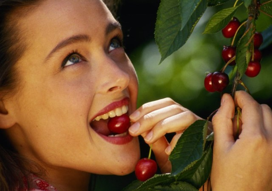 Польза и вред черешни для организма человека: химический состав и калорийность ягоды, противопоказания к употреблению, эффективность и правила применения в косметологии и народной медицине