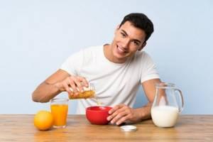 Питание при гастрите с повышенной или пониженной кислотностью: правила и особенности диеты, список запрещенных и разрешенных продуктов, рекомендации медиков