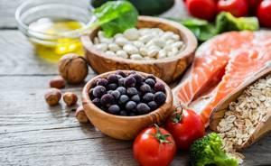 Что делать при повышенной кислотности желудка? Список запрещенных продуктов и эффективные способы лечения