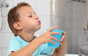 Симптомы острого тонзиллита у взрослых и детей: классификация и причины возникновения заболевания, варианты лечения в домашних условиях и в стационаре, меры профилактики и возможные осложнения